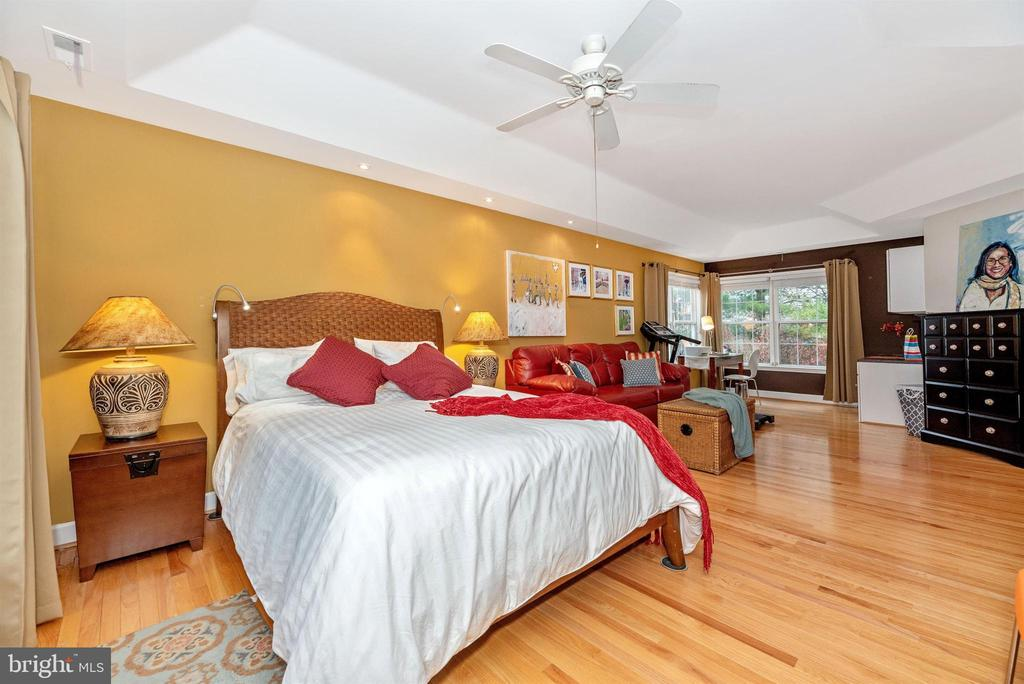 Master suite offers dual walk-in closets. - 6287 IVERSON TER S, FREDERICK
