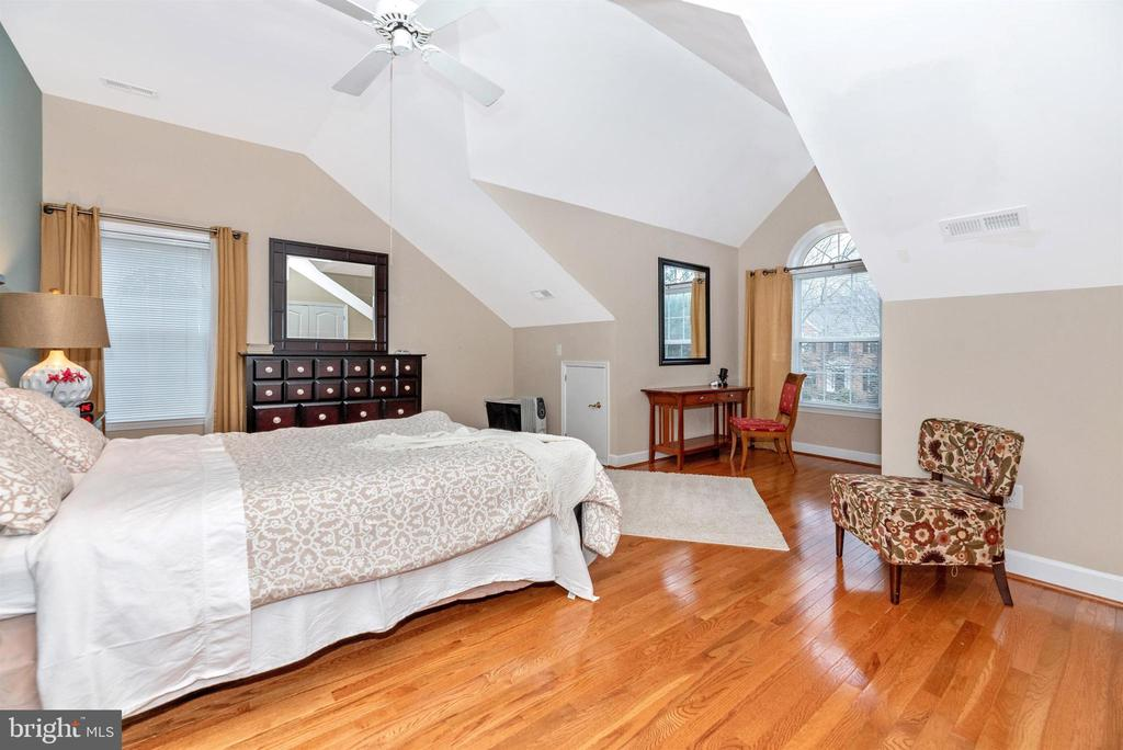 Third upper level bedroom. - 6287 IVERSON TER S, FREDERICK