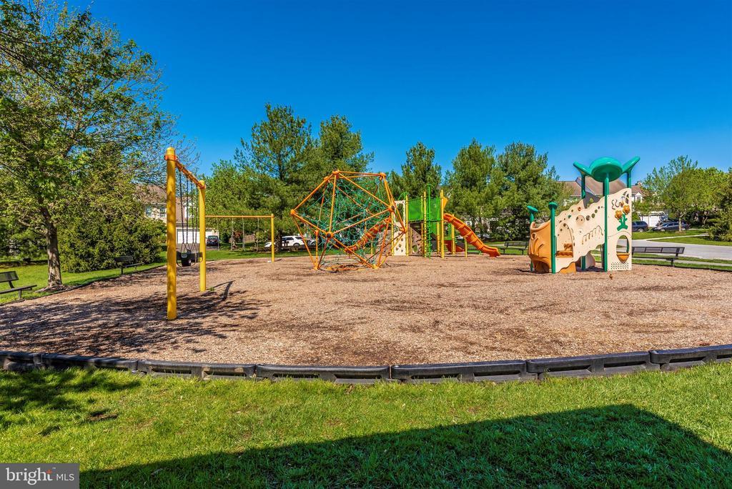 Spring Ridge Community Playground - 6287 IVERSON TER S, FREDERICK