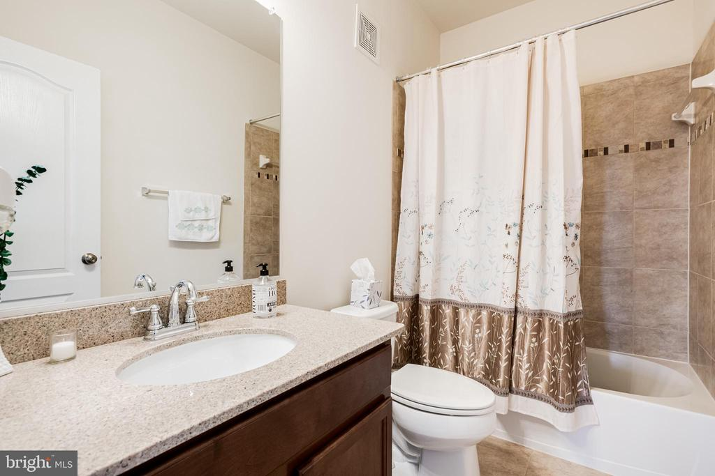 Bathroom #2 - 24677 LYNETTE SPRINGS TER #302, ALDIE