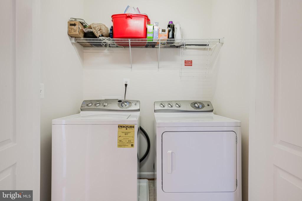 Full washer & dryer - 24677 LYNETTE SPRINGS TER #302, ALDIE