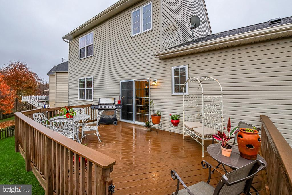 View of Rear House and Deck - 5408 BANTRY CT, WOODBRIDGE