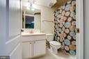 Lower Level Full bath with Tub/Shower - 5408 BANTRY CT, WOODBRIDGE