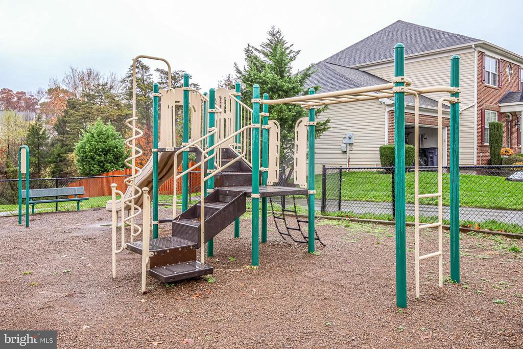 Walk to playground! - 5408 BANTRY CT, WOODBRIDGE
