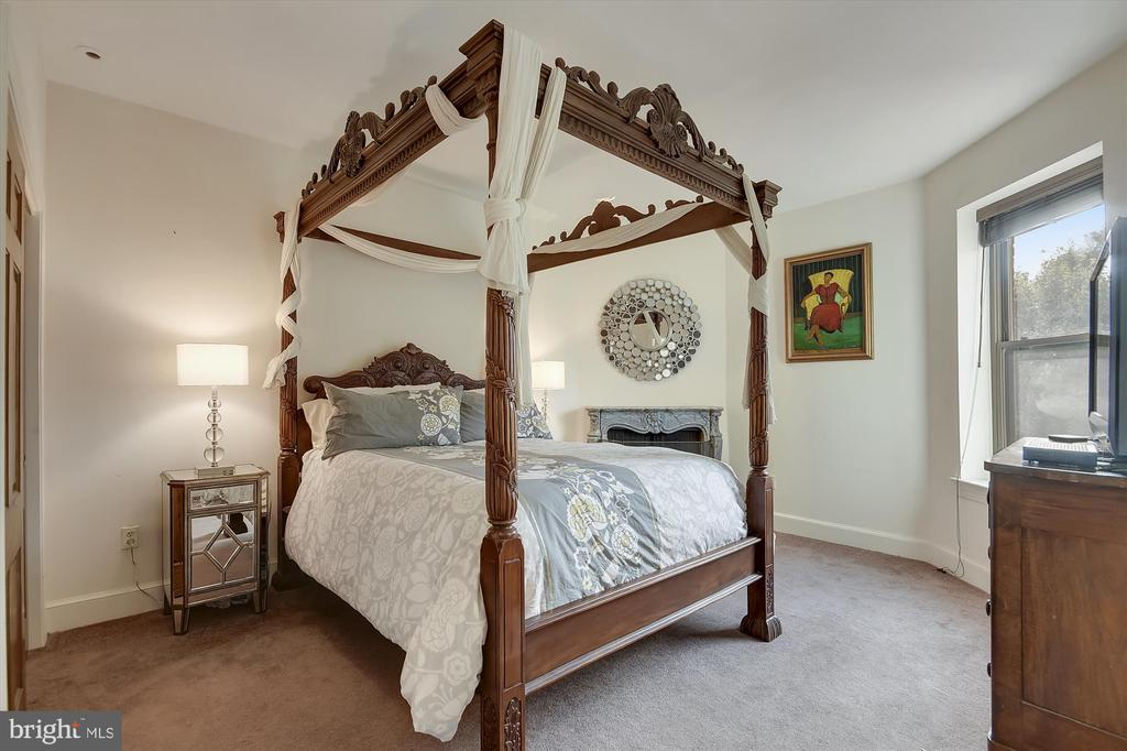 2nd bedroom with ensuite bath - 2034 O ST NW, WASHINGTON