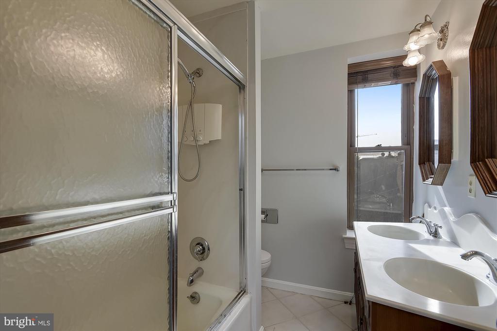 4th-floor bathroom - 2034 O ST NW, WASHINGTON