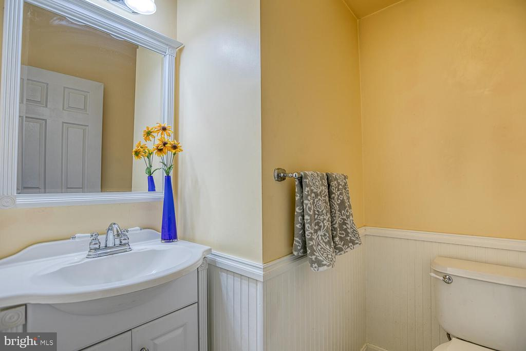 Main level powder room - 23 CANDLERIDGE CT, STAFFORD