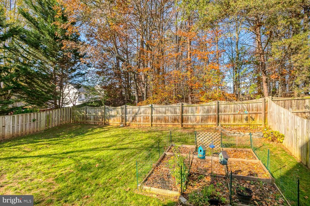 Fully fenced - 23 CANDLERIDGE CT, STAFFORD