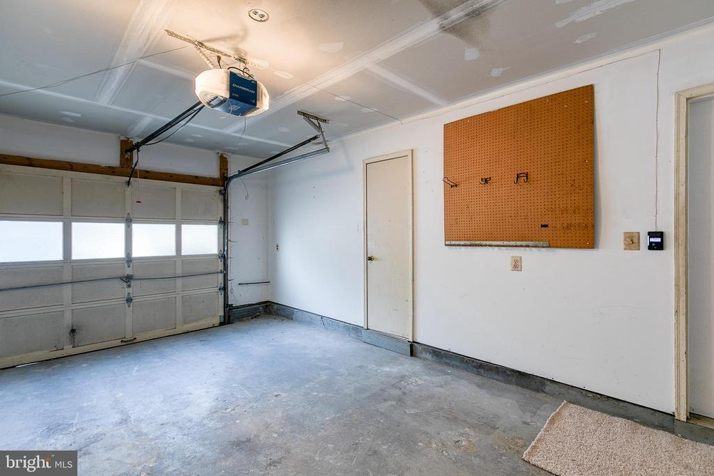 One Car Garage - 3727 ROXBURY LN, ALEXANDRIA