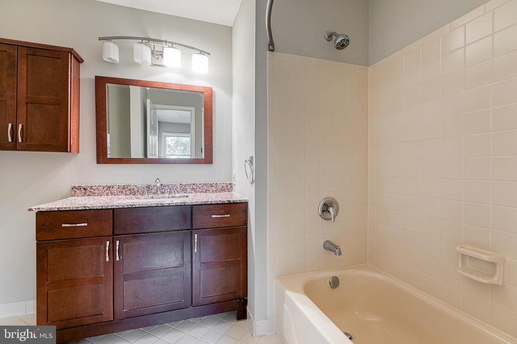 Primary Bathroom - 3727 ROXBURY LN, ALEXANDRIA