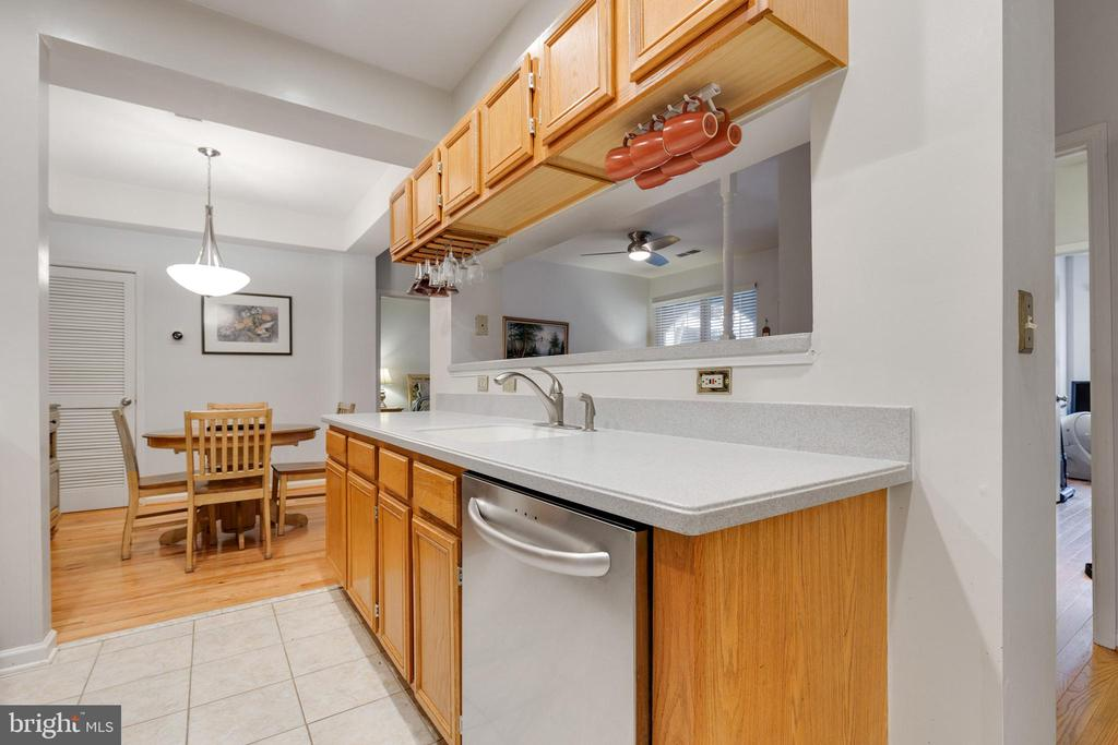 - 46630 DRYSDALE TER #102, STERLING
