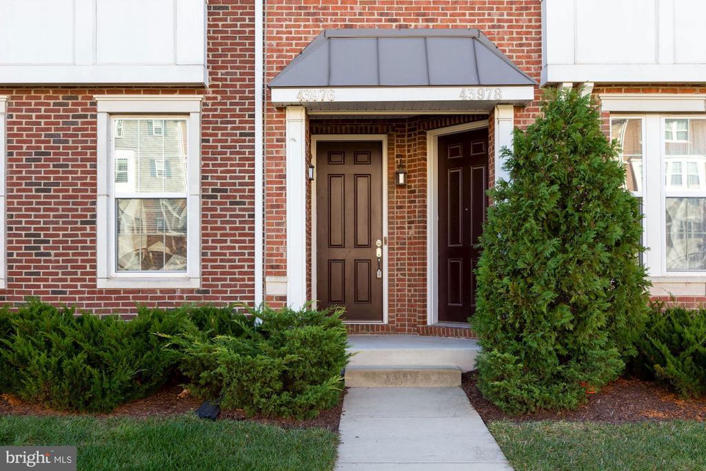 private entrance - 43976 VAIRA TER, CHANTILLY