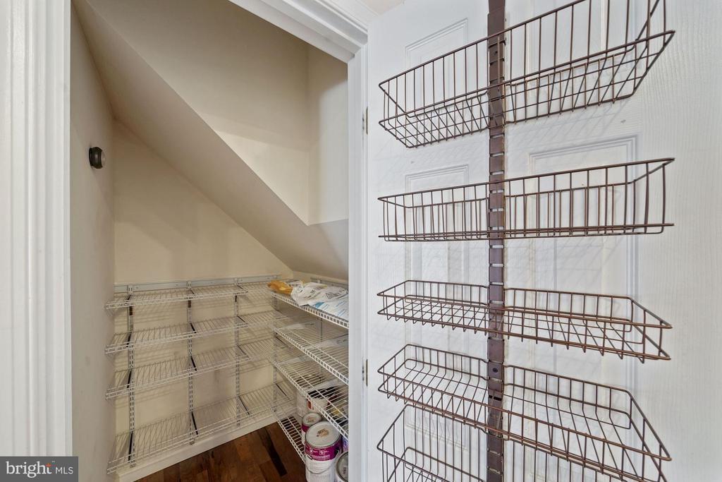 Large pantry - 1573 N VAN DORN ST #B, ALEXANDRIA