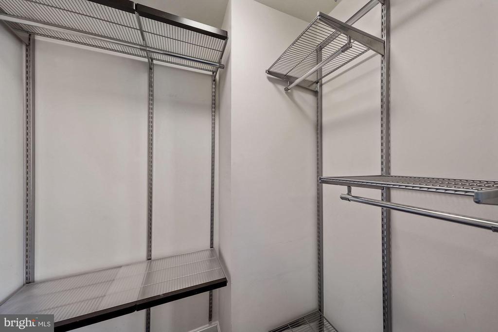 Walk-in master closet - 1573 N VAN DORN ST #B, ALEXANDRIA
