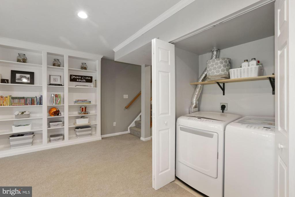 Huge storage room& Closets*Separate Laundry closet - 43669 SCARLET SQ, CHANTILLY