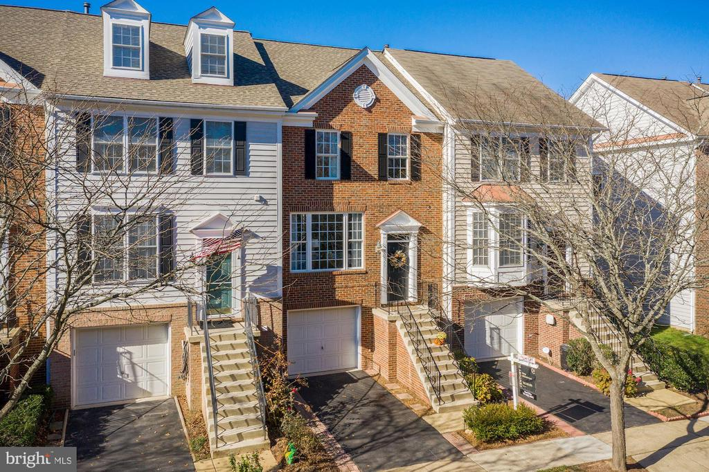 Brick TH on private road - 43669 SCARLET SQ, CHANTILLY