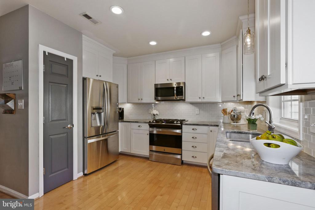 Stainless steel appliances - 43669 SCARLET SQ, CHANTILLY