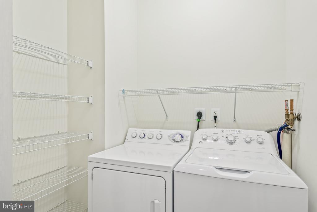 Laundry - 19370 MAGNOLIA GROVE SQ #208, LEESBURG