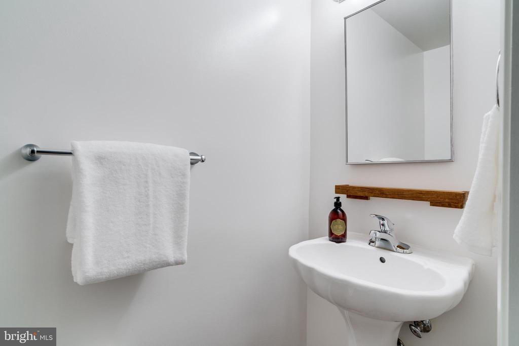 Updated half bath on 1st floor is great for guests - 1403 N VAN DORN #C, ALEXANDRIA