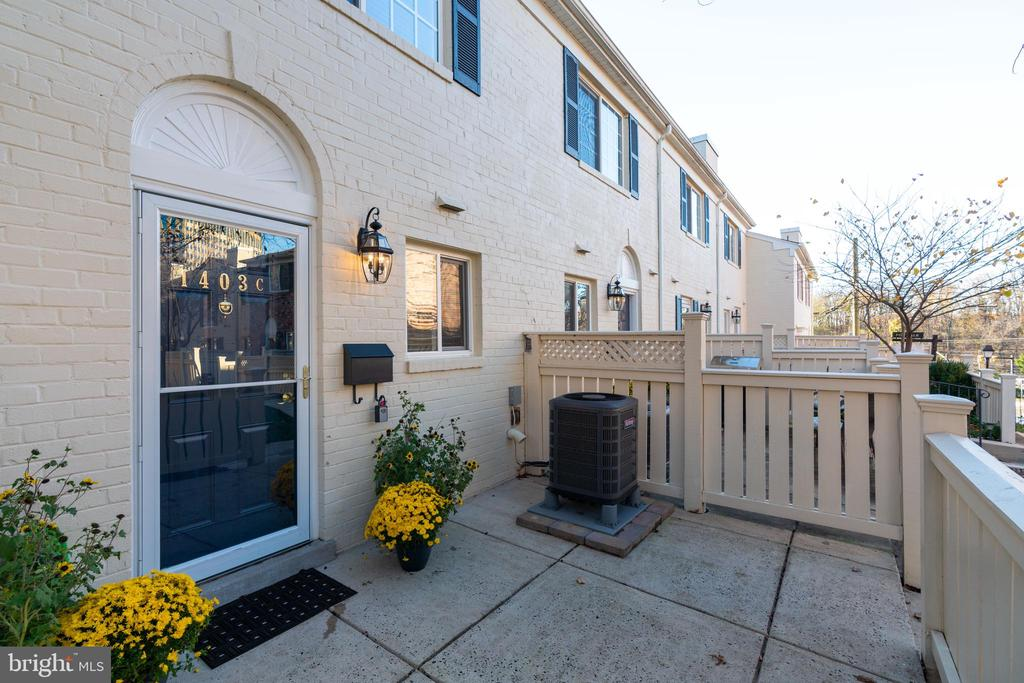 Private patio and entrance - 1403 N VAN DORN #C, ALEXANDRIA