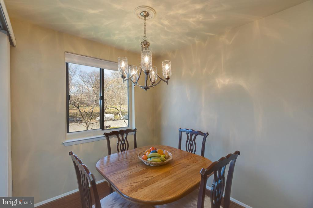 *Eat in breakfast nook with amazing lighting - 3031 BORGE ST #212, OAKTON