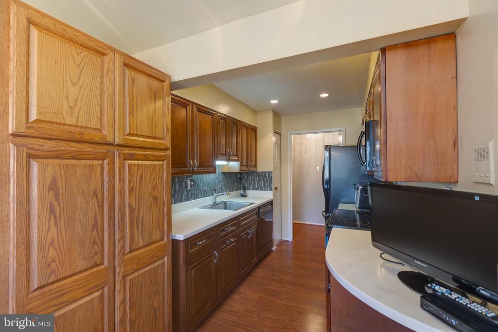 *Galley style kitchen with custom storage - 3031 BORGE ST #212, OAKTON