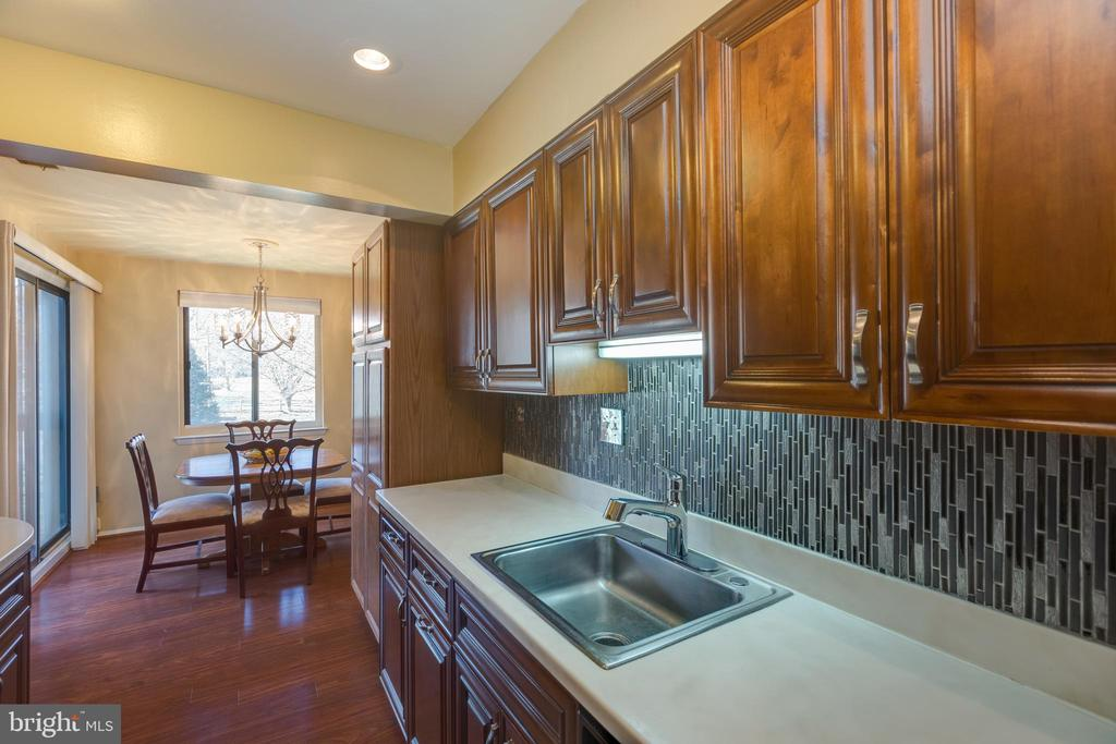 *Great kitchen counter space - 3031 BORGE ST #212, OAKTON