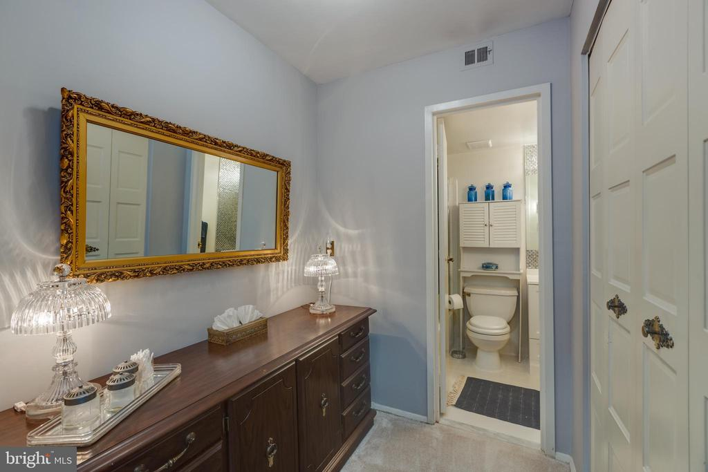 *Adorable dressing area - 3031 BORGE ST #212, OAKTON