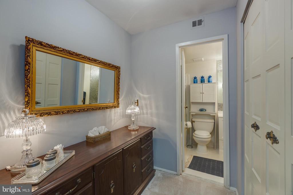 *Adorable dressing area - 3031 BORGE ST #212, OAKTON