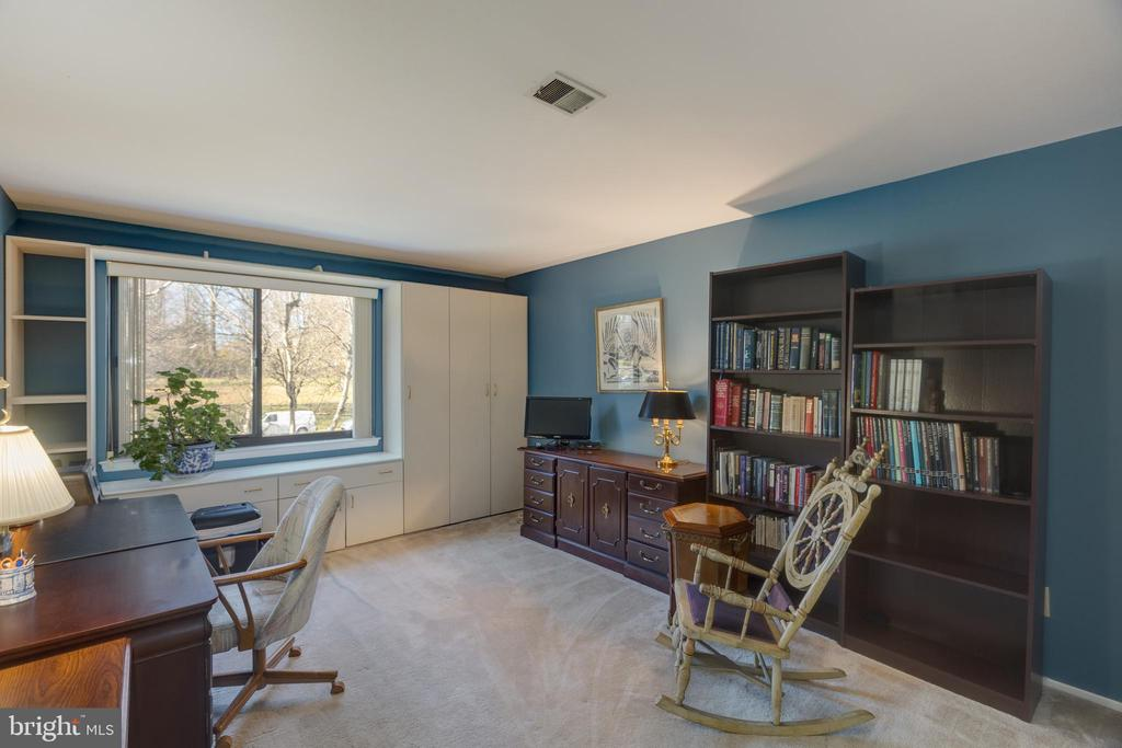 *Bedroom #2 with custom built in seat & storage - 3031 BORGE ST #212, OAKTON