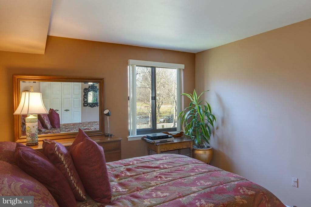 * Beautiful views and large closet - 3031 BORGE ST #212, OAKTON