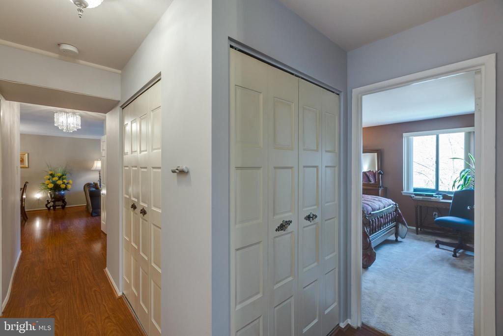 *Unbelievable storage in this unit - 12 Closets - 3031 BORGE ST #212, OAKTON
