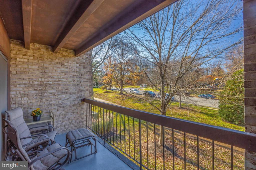 *Perfect space for morning coffee - 3031 BORGE ST #212, OAKTON