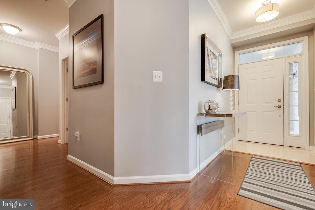 Foyer - 44021 VAIRA TER, CHANTILLY