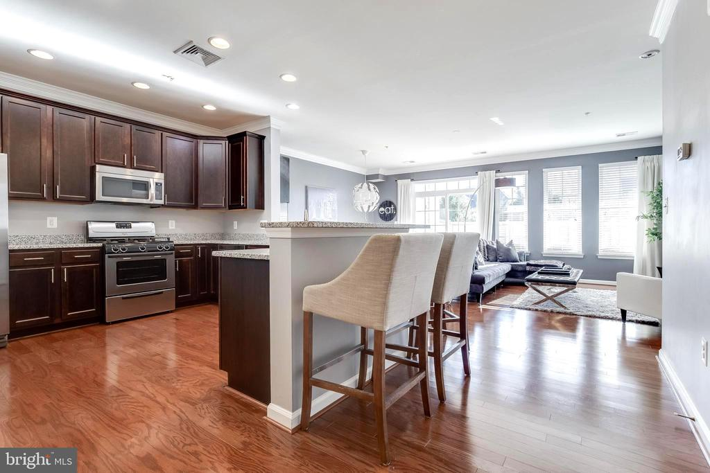 Hardwoods are beautiful in this luxurious condo - 44021 VAIRA TER, CHANTILLY