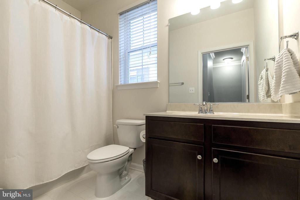 Second bathroom - 44021 VAIRA TER, CHANTILLY