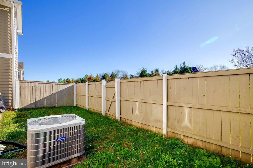 Backyard - 44021 VAIRA TER, CHANTILLY