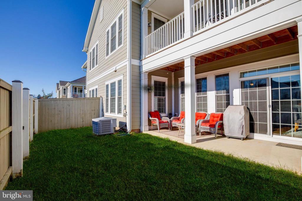 Backyard and patio area - 44021 VAIRA TER, CHANTILLY