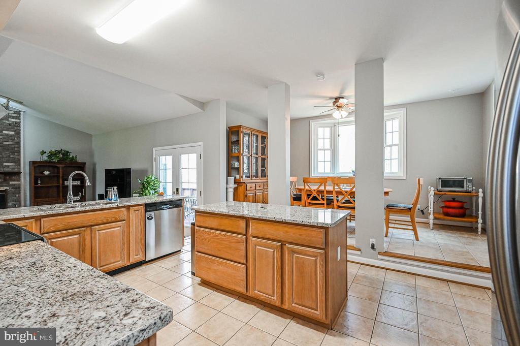 Kitchen  w/ Tile Floor - 5040 CANNON BLUFF DR, WOODBRIDGE