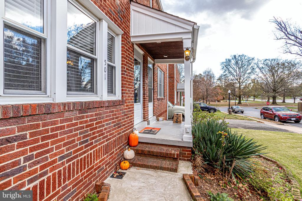 Beautiful brick duplex - 501 S VEITCH ST, ARLINGTON