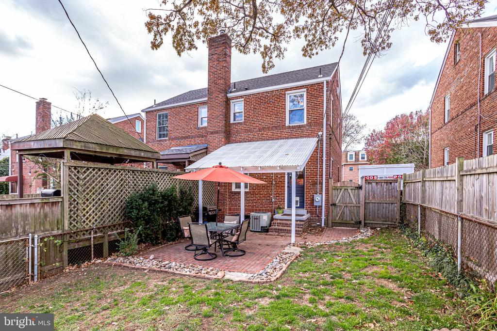 Brick patio - 501 S VEITCH ST, ARLINGTON