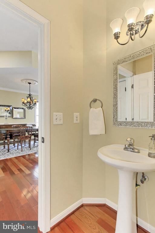 Convenient Main Level Powder Room. - 47525 SAULTY DR, STERLING