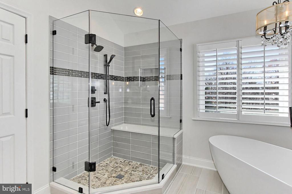 Frameless ultra shower! - 47525 SAULTY DR, STERLING