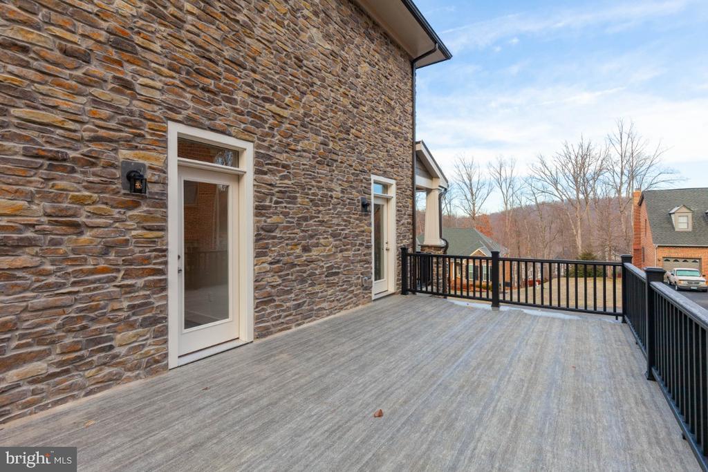 Side deck over garage - 6746 ACCIPITER (LOT 192) DR, NEW MARKET