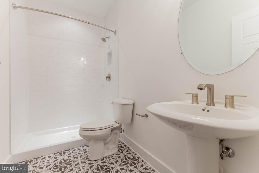 Main floor full bath. - 6746 ACCIPITER (LOT 192) DR, NEW MARKET