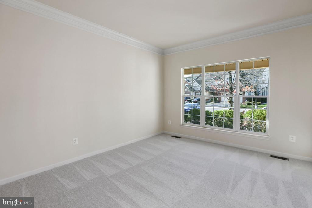 Light Filled Living Room w/ Triple Window - 43224 SOMERSET HILLS TER, ASHBURN