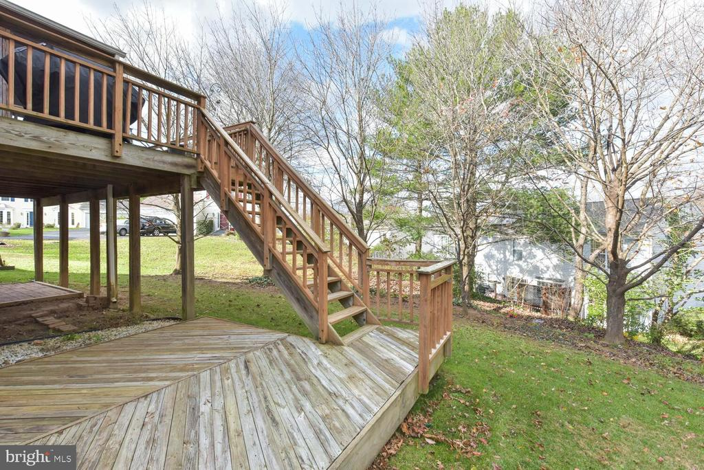 Stairs from deck and screened in porchf - 1334 CASSIA ST, HERNDON