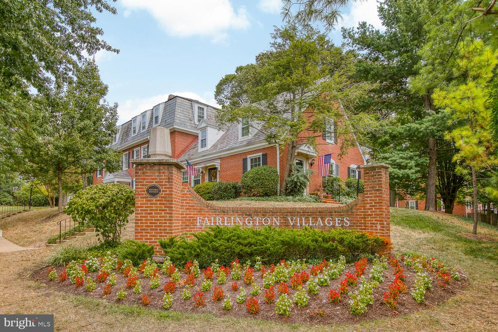 Find your Oasis in Fairlington! - 2923 S DINWIDDIE ST, ARLINGTON