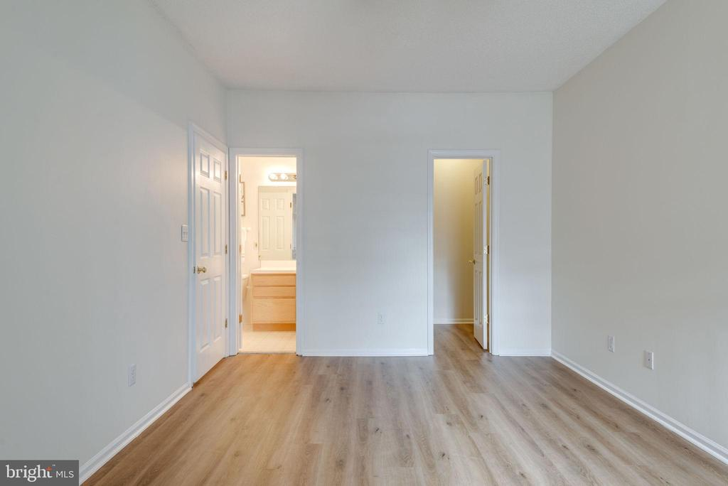 The primary bedroom features an ensuite bath - 14316 CLIMBING ROSE WAY #203, CENTREVILLE