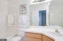 Ensuite bath - 14316 CLIMBING ROSE WAY #203, CENTREVILLE